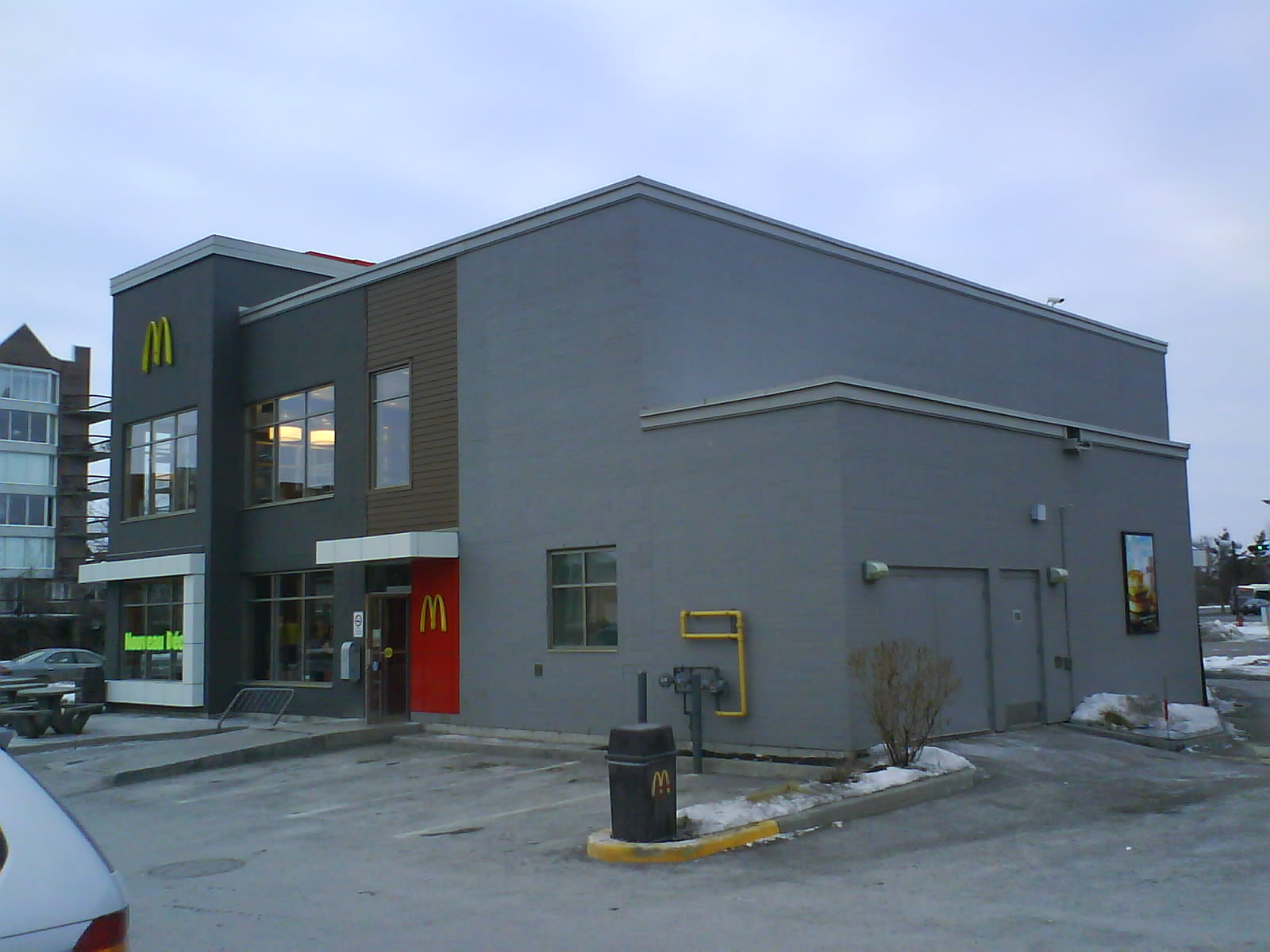 Architecture + Branding: McDonalds disowns the roof and serves up a ...