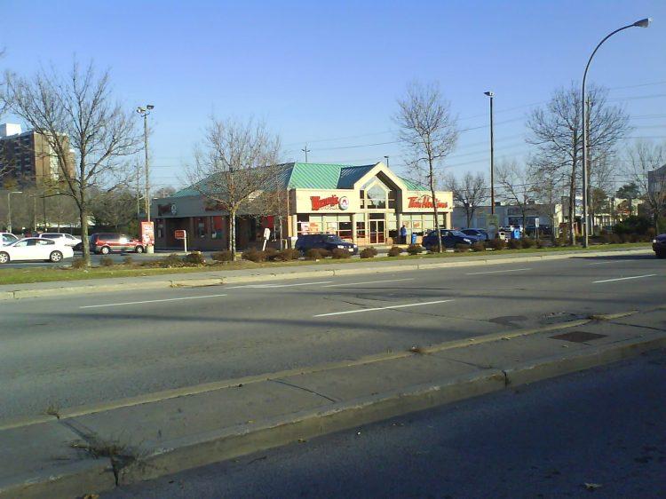 DSC06712 Wendys Wendys-Tim Hortons Combo store CA-ON-Ottawa Merivale Road