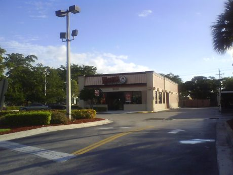DSC07359 Wendys Wendys Side view US-FL-Lauderdale by the Sea US-1