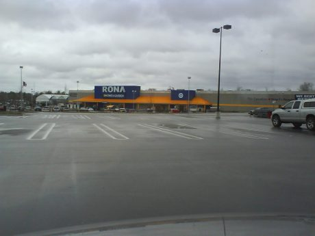 DSC08746 THD Rona Mapleview Drive near Highway 400 Barrie Ontario