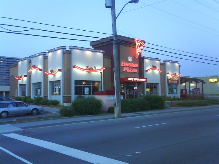 DSC04956 Boston Pizza Boston Pizza St Laurent Blvd near Donald Ottawa ON