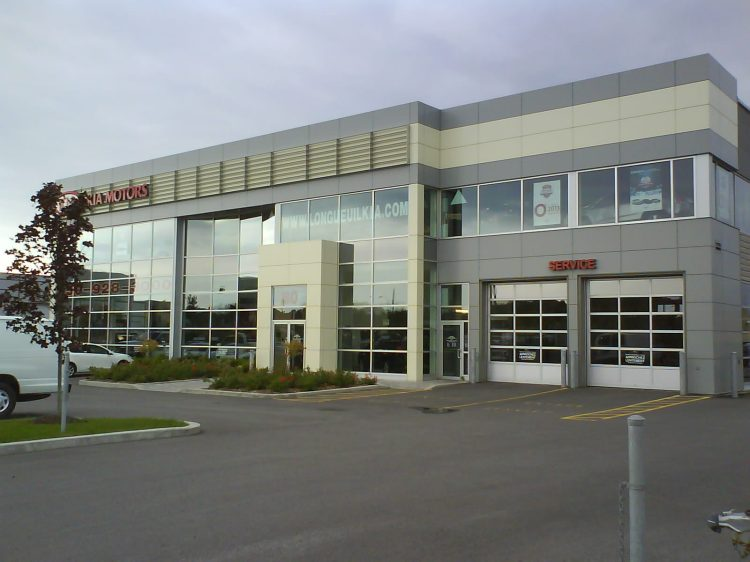 DSC00084 Nissan KIA Dealership CA-QC-Longueuil Boulevard Roland-Therrien