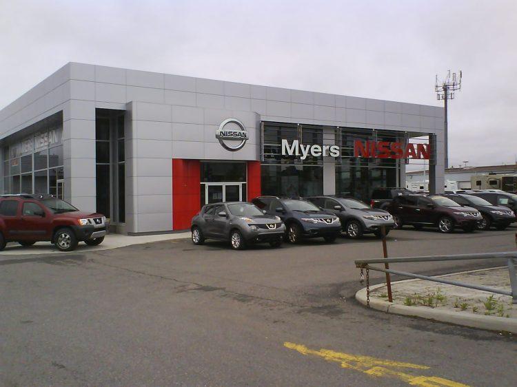 DSC10982 Nissan Nissan Dealership FORMER Pontiac CA-ON-Orleans Boul D'Youville