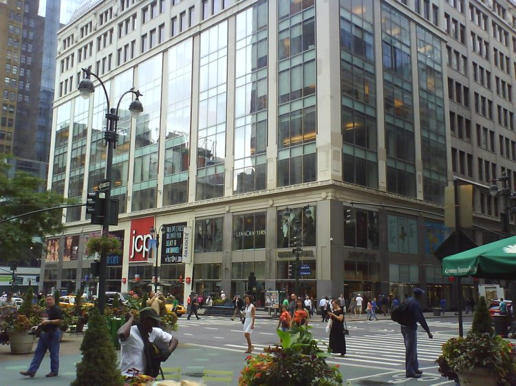 DSC11647 - VS JC Penney Manhattan Mall NYC