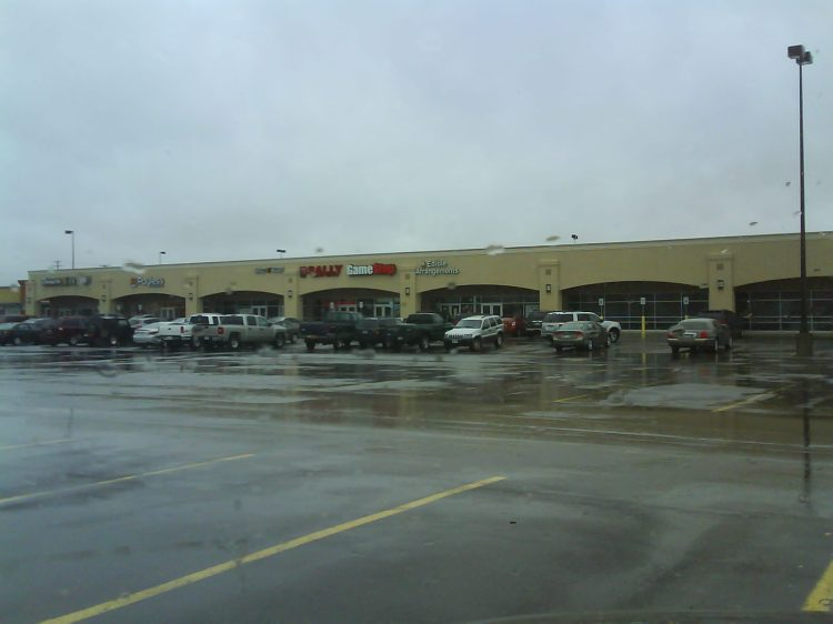 DSC04336 - Blockbuster Retail Strip Arsenal Street Watertown NY