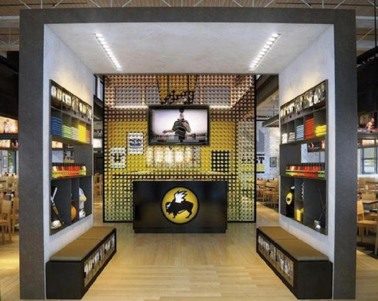 BWW - BWW Interior Hostess station