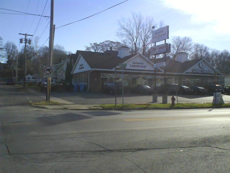 DSC07120 Laundromats - Colonial US-NY-Syracuse Wolf Street