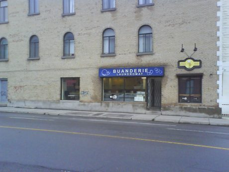DSC102364 Laundromats - Buanderie CA-QC-Montreal Avenue des Pins and Rue Laval