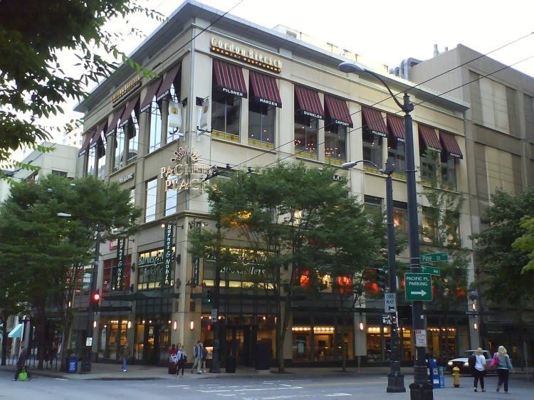 DSC13336 Borders - B&N 600 Pine Street Seattle WA