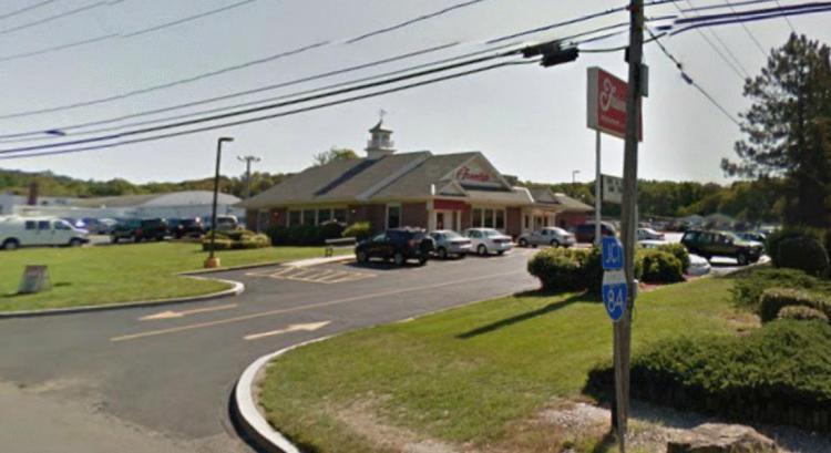 Friendlys 544 Reidville Drive Waterbury CT 1 https___maps.google CLOSED