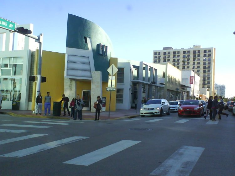 DSC07475 - GAP - GAP 673 Collins Avenue Miami Beach FL