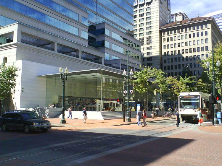 DSC13515 AAPL Apple Store US-OR-Portland 450 SW Yawmill Street