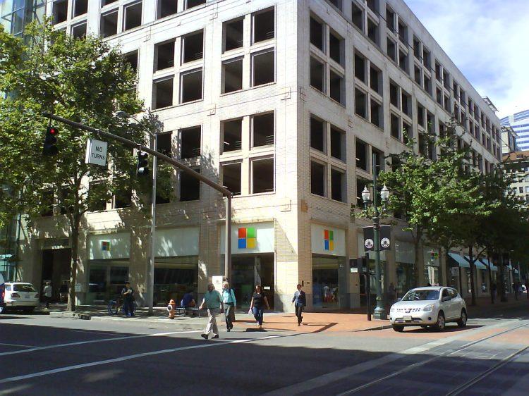 DSC13541 AAPL Microsoft Store US-OR-Portland 300 SW Yawmill Street